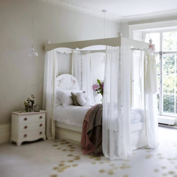 Four Poster Bed - Add a Certain Magic To Children Bedroom-2